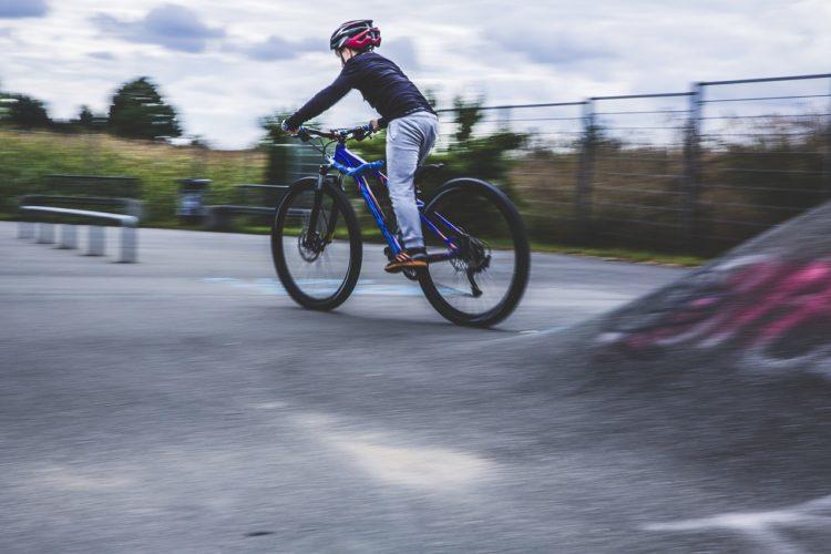 Przepisy ruchu drogowego dotyczące dziecka na rowerze