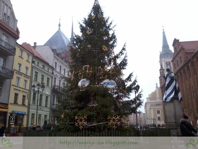 [Czytaj dalej...] Toruńska choinka i przebrany Kopernik w tle :)