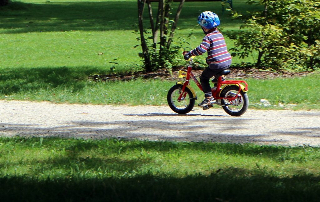 małe dzieci na rowerze przepisy
