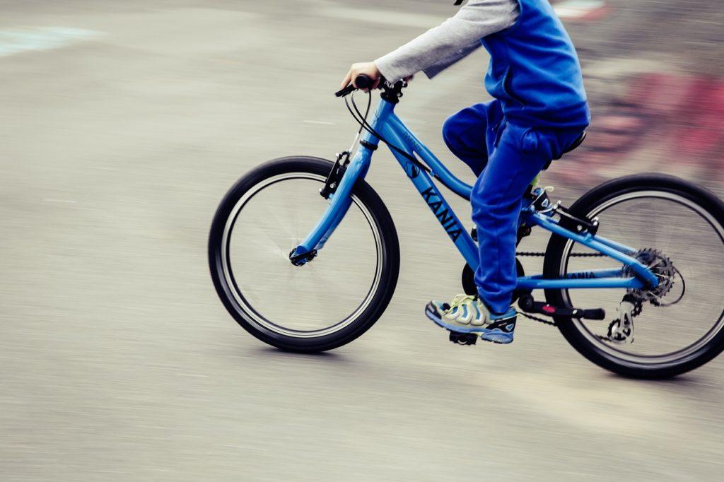 starsze dzieci na rowerze przepisy