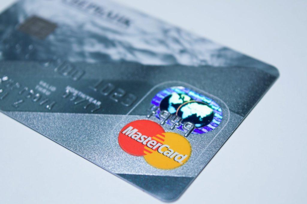 Co zrobić ze znalezioną kartą płatniczą?