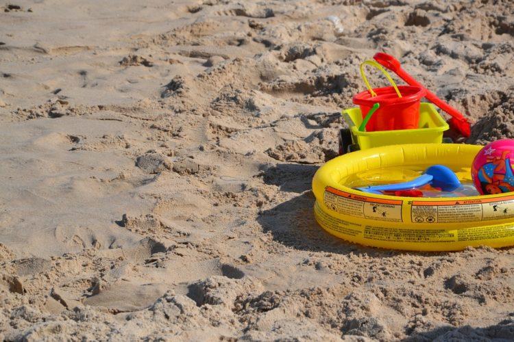 Bezpieczne plażowanie z dzieckiem