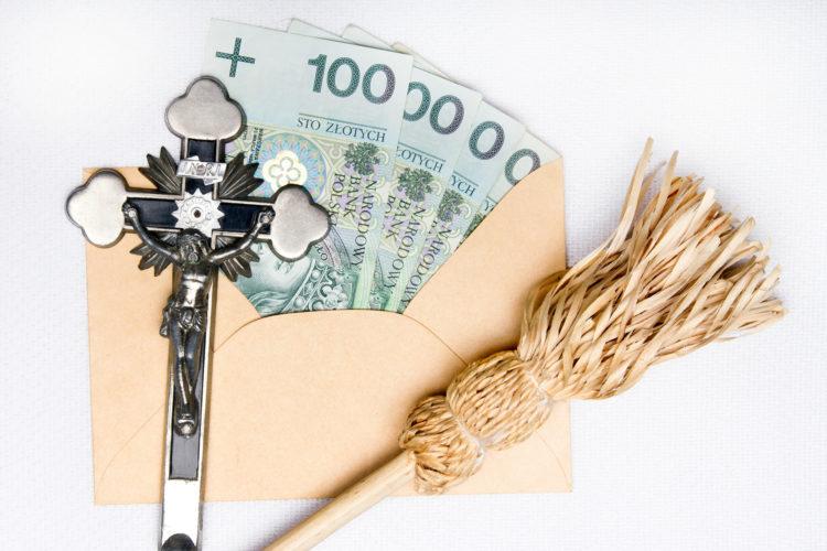 Ile pieniędzy dać księdzu na kolędzie?